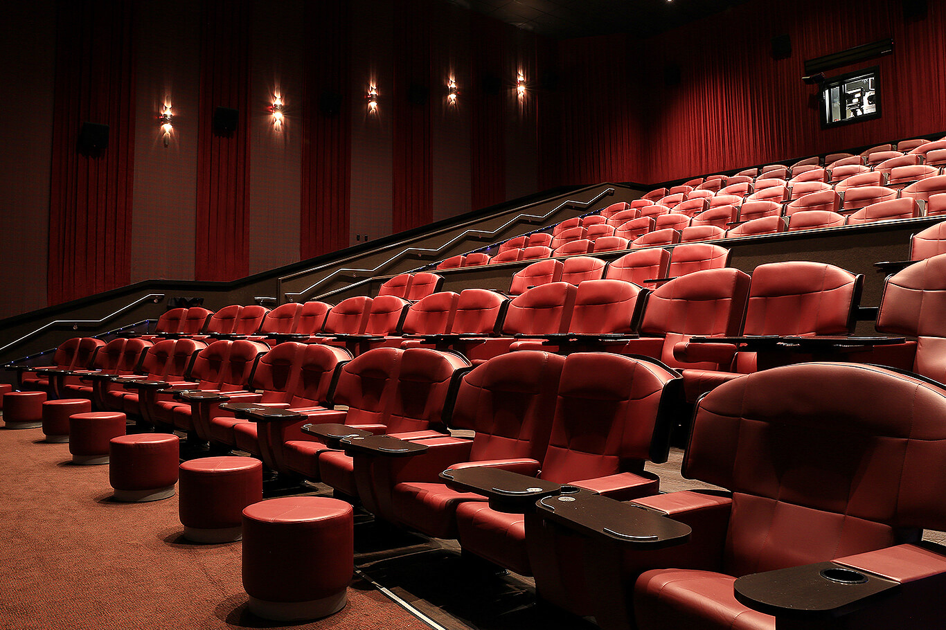 Dolphin Mall's Cobb Dolphin 19 Cinemas is a movie theater megaplex featuring amenities such as stadium seating, curved screens, digital stereo sound, and 26 refreshment stations. Cobb Dolphin 19 Cinemas' design incorporates a Miami theme throughout the facility! Today's Hours.